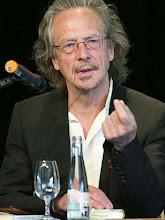 Photo: Der Autor Peter Handke spricht am Sonntag (27.04.2008) in Offenburg bei der Laudatio für die diesjährige Preisträgerin des Europäischen Übersetzerpreises. Foto: Rolf Haid dpa +++(c) dpa - Report+++ፎ