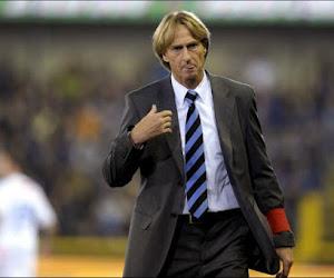 Willem II entrainé par Adrie Koster (ex-Bruges) inflige à l'Ajax sa première défaite de la saison, un Belge buteur