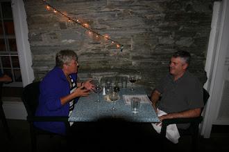 Photo: Irmi und Chris in der Diskussion