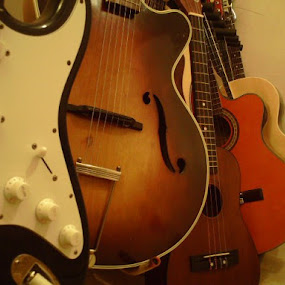 up close by Phil Ballachino - Artistic Objects Musical Instruments