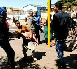 KYK | 'Looters' vlug met hele karkasse omdat slaghuis kaal gestroop word - TimesLIVE