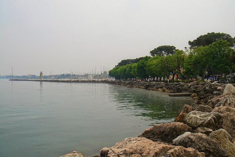 Набережная Десенцано в Италии
