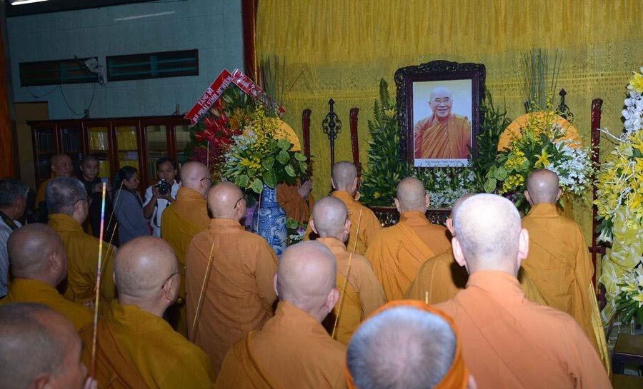 Nhất tâm cầu nguyện Giác linh Đạo lão Hòa thượng cao đăng Phật quốc