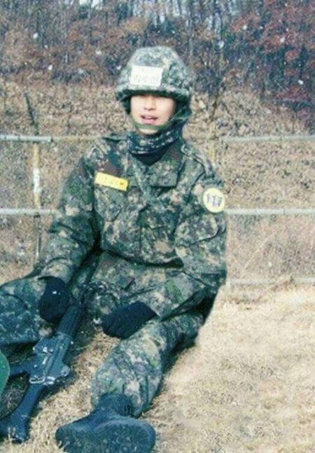 Imagini pentru kim soo hyun army