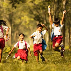 Happy yuhuu by Suardhito Pratama - Babies & Children Children Candids