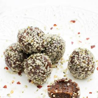 Raw Chocolate & Chilli Energy Bites [vegan] [gluten free].