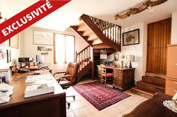 Maison 7 pièces 226 m2