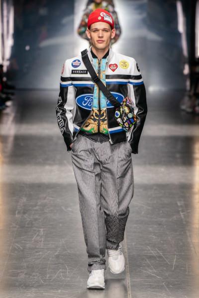 Ao invés da união Versace e Michael Kors, quem deu o tom das peças foi a  Ford, que teve seu símbolo estampado em calças, minissaias, camisas e uma  jaqueta ... f2a62e1a65