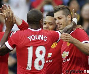Officiel: Ashley Young imite Sanchez et Lukaku