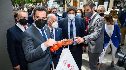 Moreno Bonilla y López Miras estrenan la Semana del Tomate