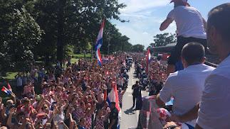 Croacia celebrando el segundo lugar.