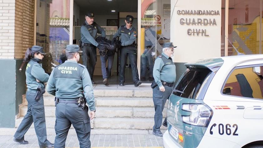 Bernardo Montoya sale de las dependencias de la Guardia Civil tras confesar el crimen de Laura