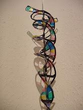 Photo: Visions Project 2 , 7m hohe Lichthof Gestaltung im Doktorhaus als DNA- Rotationsmodell in Zusammenarbeit mo-metallkunst und Glasgestalter Guido Andelfinger von der Kunstglaserei BERNHARDT aus Ravensburg