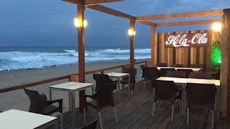 Se encuentra en la calle Paseo del Mediterráneo, en pleno paseo marítimo de Mojácar.