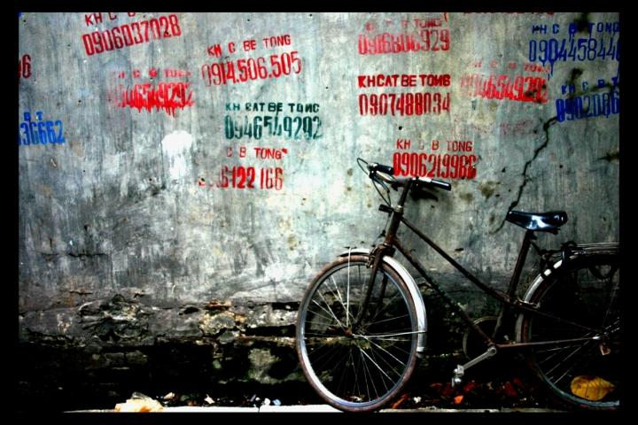 Bici al muro di David Marrone