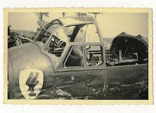 Photo: 1940 Cockpit van neergeschoten Duitse bommenwerper Messerschmidt 110 bij de Liesboslaan in Princenhage