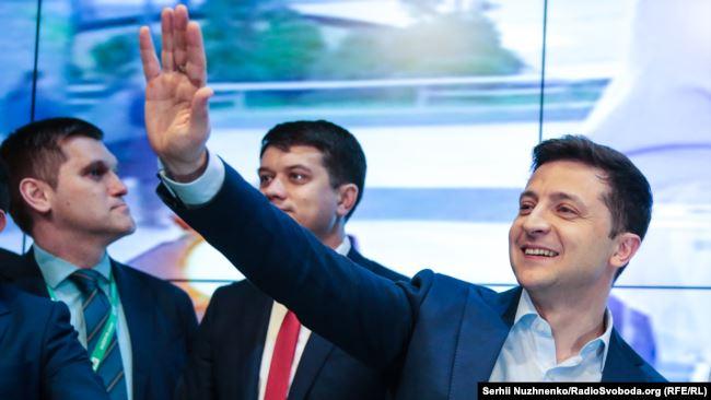 Восени 2019-го Володимир Зеленський підписав закон, який зобов'язав керівництво СБУ подавати декларації на загальних засадах