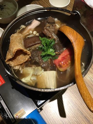 羊泰太(涼拌的羊肉有點酸帶點辣) 個人鍋羊肉爐份量剛剛好  麵線也不錯吃
