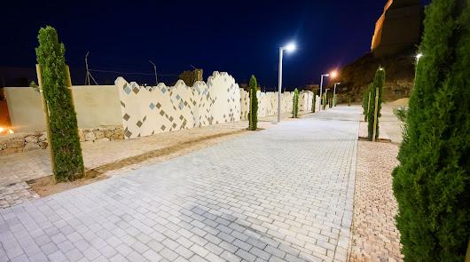 Las calles Almanzor y Pósito de Almería prueban su nueva iluminación eficiente