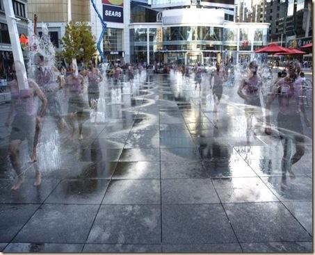 800px-Dundas-square-splash-fountains1024