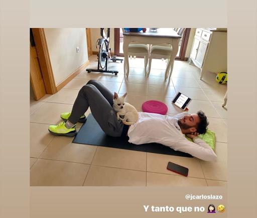 Divertida imagen de Lazo con su mascota.