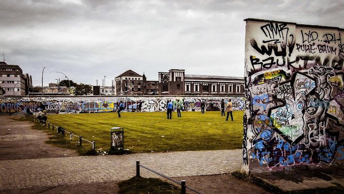 Berlino, nel Muro. Oggi uno spazio dentro la città, ieri fuori dal mondo di framas03