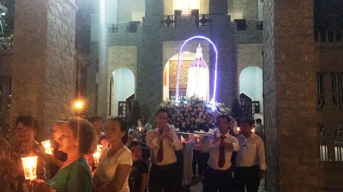 Giáo xứ Phú Bình : Đội mưa rước kiệu kính Mẹ Mân Côi - Ảnh minh hoạ 2