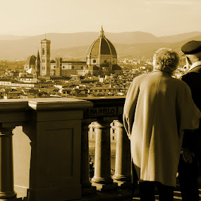Elderly couple in Piazzalle Michelangelo. by Bruno Machado - People Couples ( piazzalle michelangelo firenze florence italia italy old couple elderly )