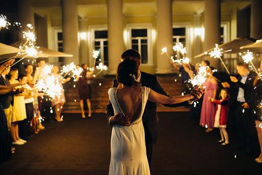 Банкетный зал «Площадка «Дворцовая» с шатром» для свадьбы на природе 2