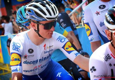 """Remco Evenepoel proeft al eens van het Giro-gevoel: """"Speciaal, ik hoop dit vast te houden tot het einde van de koers"""""""