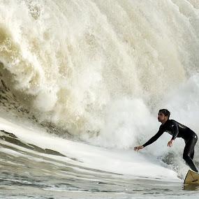 by Cezar Pegoraro - Sports & Fitness Surfing