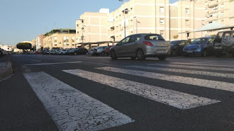 Imagen de archivo de un coche en una carretera de la capital.