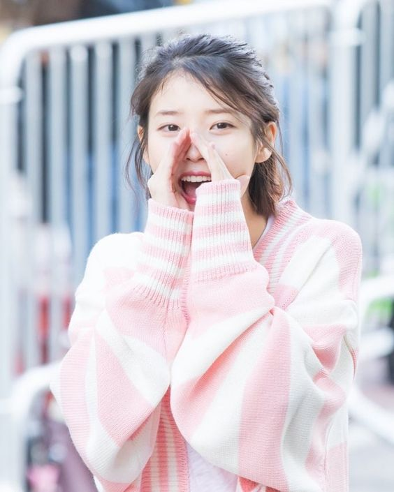 IU sweater 46