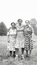 Photo: Martha, Frieda, and Anna Braunhart