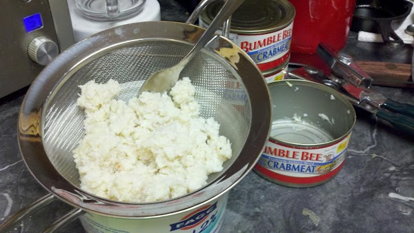 Drain crab meat well. Remove any bits of cartilage. Set aside.