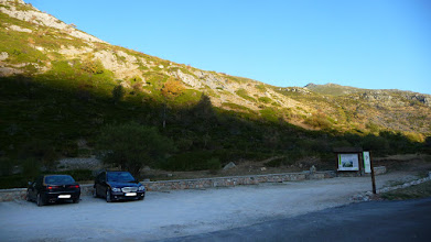 Photo: El aparcamiento antes de llegar a Cardaño de Arriba