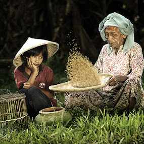 me & grandma by R'zlley TheShoots - People Family ( mom and 'kid', human interest, senior citizen, mom with kids, kid )