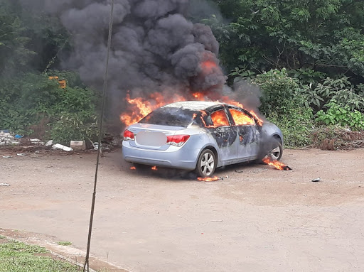 Mourners pay tribute to dead KZN robber with gun salutes, spinning tyres and burning cars