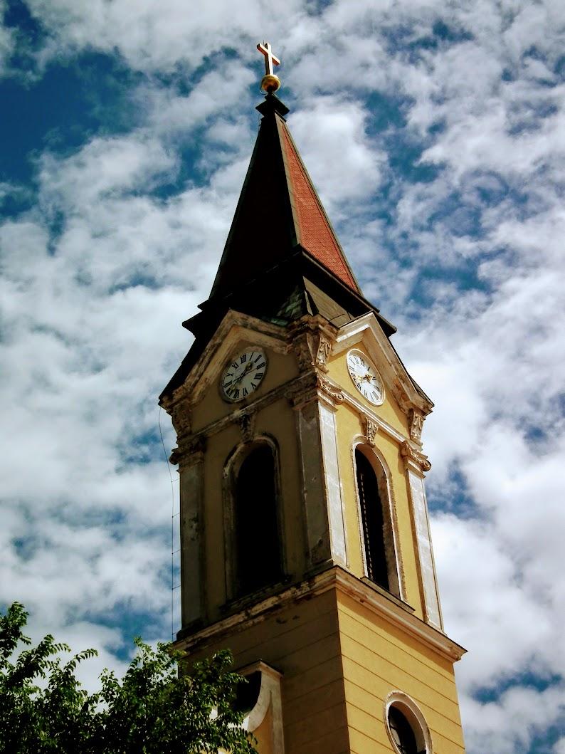Mór - Szentháromság rk. templom