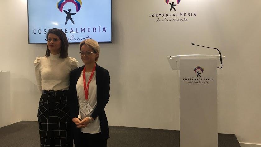 La vicepresidenta de Diputación, Ángeles Martínez, junto a Elena Konovalova, miembro del Consejo Provincial de Turismo.