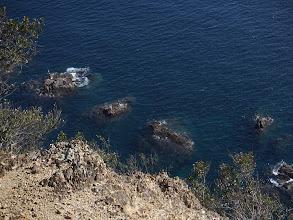 岩礁にたくさんの釣り人