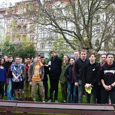 2017-05-12 Pietní shromáždění u pomníku bratří Čapků