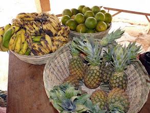 Photo: oranges, bananes et ananas seront notre copieux repas