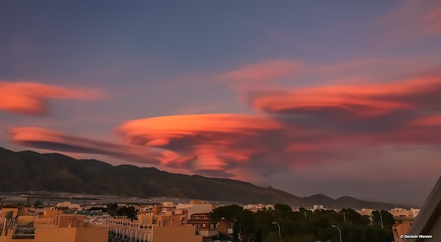 La nube lenticular de Almería al atardecer.