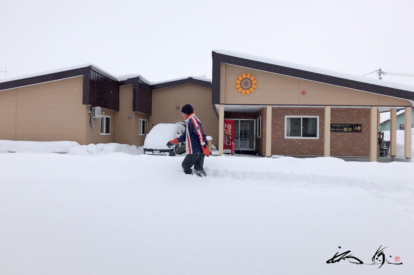 雪の深さは膝上・・・