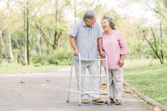 4 ไม้เท้าช่วยพยุง ที่คัดมาเพื่อผู้สูงอายุโดยเฉพาะ ! 02