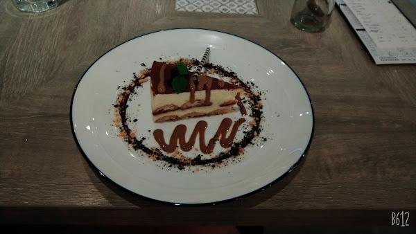 餐廳超大,服務親切,不貴,甜點超好吃