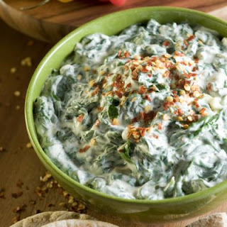 Copycat Ruby Tuesday's Spinach Artichoke Dip