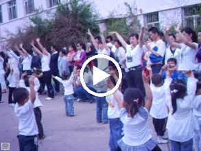 Video: some old home movies: baby son, warrenzh 朱楚甲 in his kindergarten's party in QRRS, his dad, benzrad 朱子卓's once long time employer. he embarrassed for not trained well like his classmates, for he regularly absent from the kindergarten he not so liked.