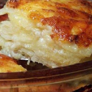 Easy & Delicious Cheesy Scalloped Potato Casserole!.
